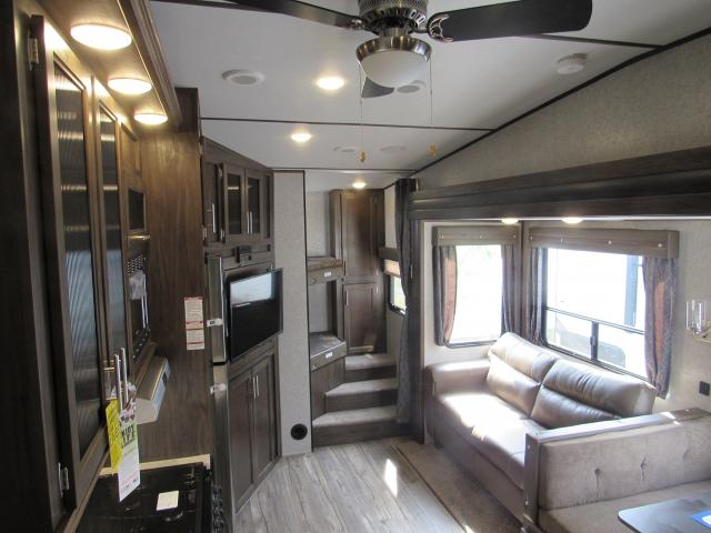 2018 Cherokee Arctic Wolf 265dbh8 Light Weight 5th Wheel
