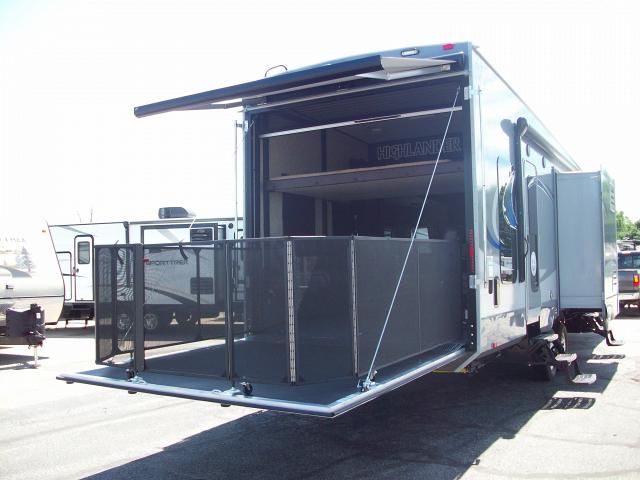 highlander 31rgr by open range 2 bedroom toy hauler with rear patio