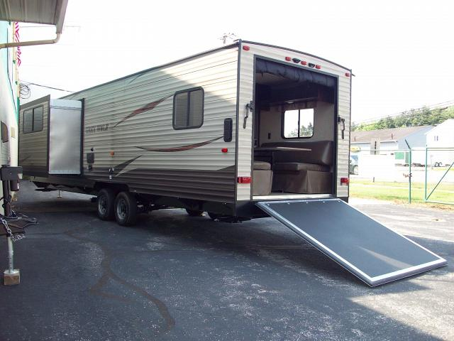 New 2017 cherokee grey wolf 27rr toy hauler with separate for Separate garage