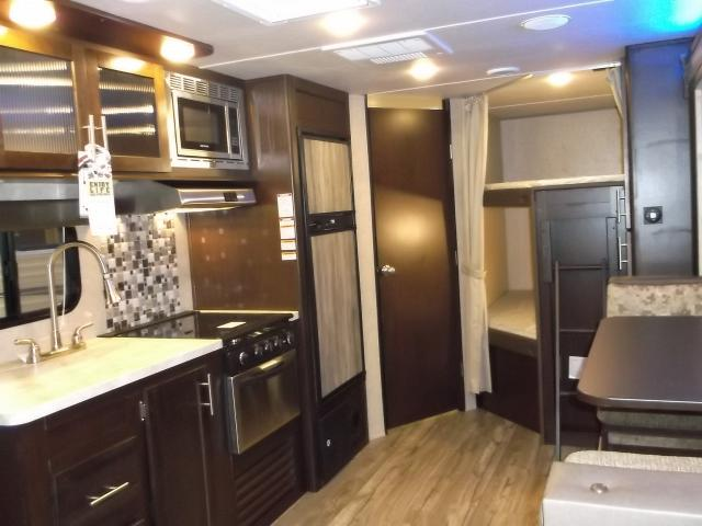 New 2017 grey wolf 23dbh travel trailer with bunks