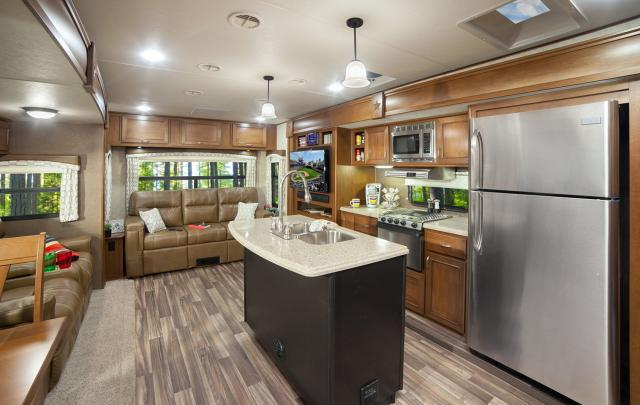 Used Travel Trailers For Sale >> New 2017 Open Range Roamer 323RLS Travel Trailer with King ...