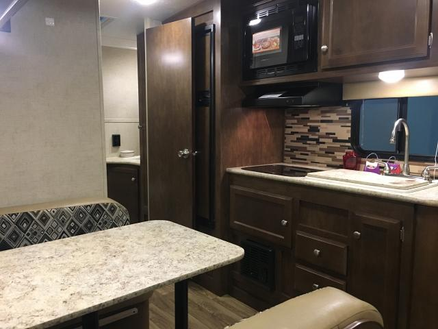 New 2017 Sonic 190VRB Light Weight Travel Trailer with Murphy Bed