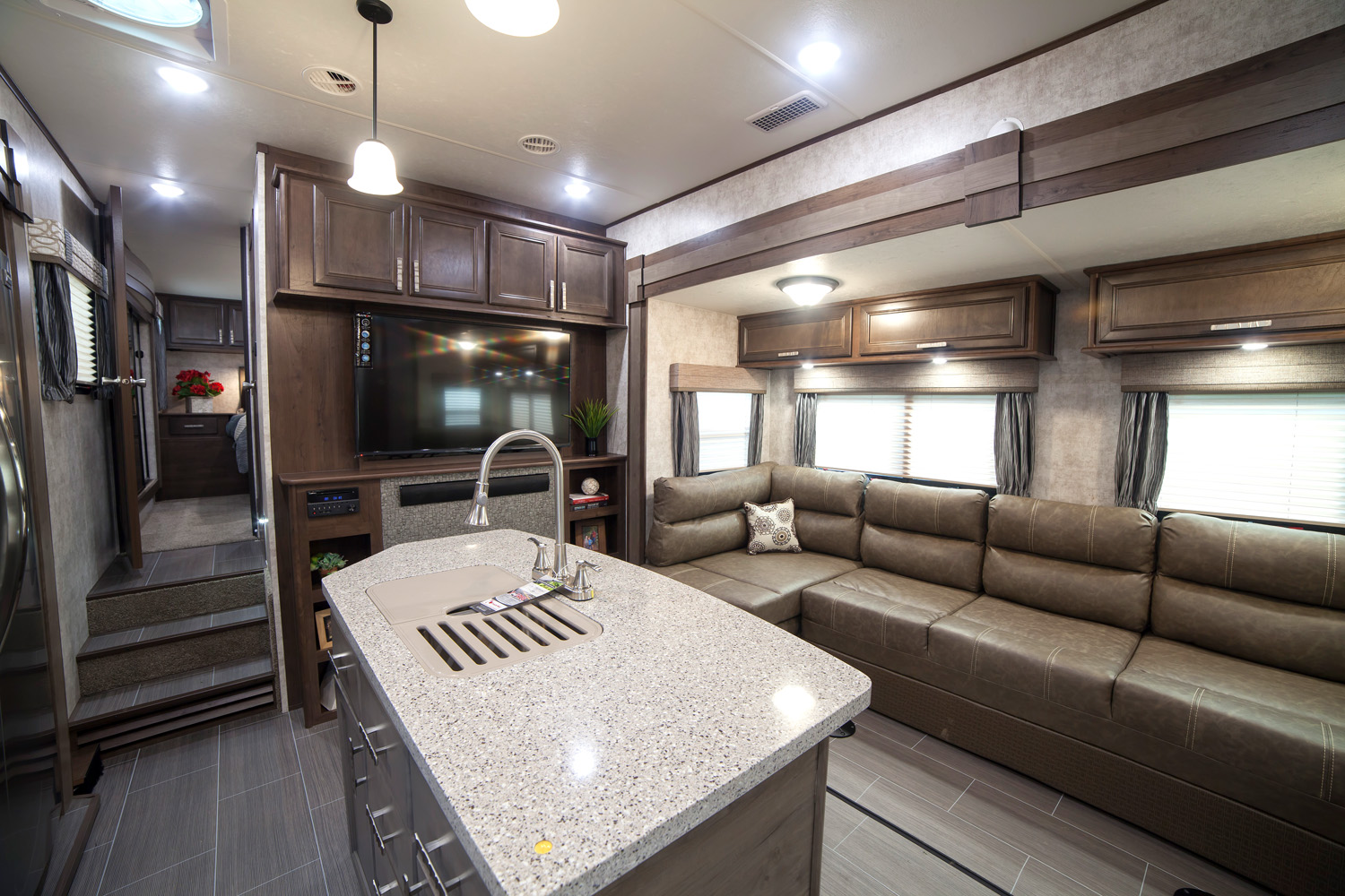 Open range roamer 376fbh all seasons rv streetsboro ohio rv dealer for Front living room fifth wheel rv for sale