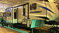2019 Cherokee Arctic Wolf 305ML6 5th Wheel - Rear Kitchen 5th Wheel