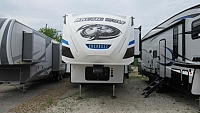 Forest River Cherokee 2019 Arctic Wolf 305ML6 5th Wheel - Rear Kitchen Model