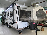New 2017 Shamrock FLT19 Expandable Hybrid Travel Trailer
