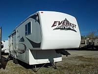 Used 5th Wheel 2006 Keystone Everest 294L Rear Living