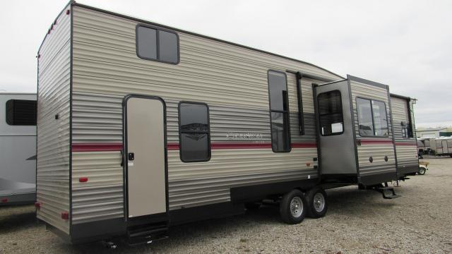 2019 cherokee 39sr destination trailer with loft and king for Rv loft bed