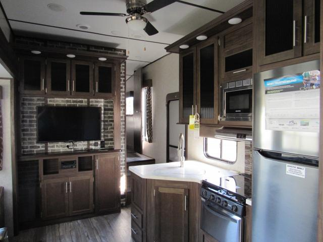 ... 2018 Cherokee Arctic Wolf 315TBH8 5th Wheel With  ...