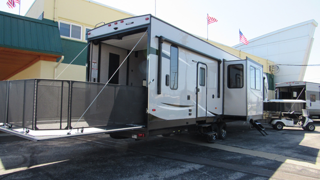 2018 Cherokee Wolf Pack 325PACK13 Toy Hauler 5th Wheel