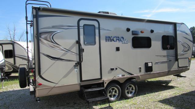 2018 Flagstaff Micro Lite 25FBLS Front Queen Bed Travel Trailer