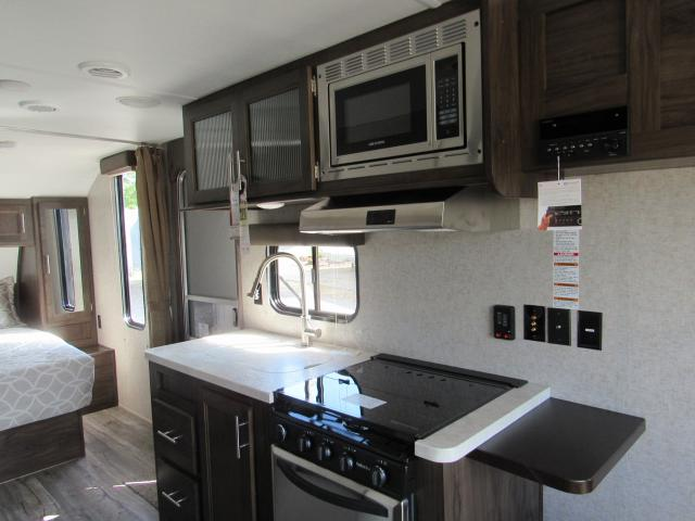 2018-Grey-Wolf-20RDSE-Front-Walk-around-Queen-Bed-Travel-Trailer-N5324-30403.jpg