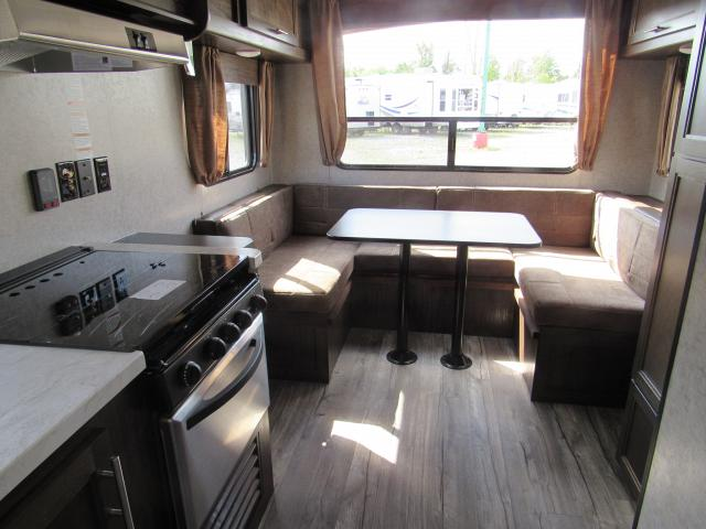 2018-Grey-Wolf-20RDSE-Front-Walk-around-Queen-Bed-Travel-Trailer-N5324-30406.jpg