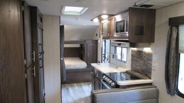 2019-Cherokee-Grey-Wolf-19SM-Travel-Trailer-with-Two-Queen-Beds-N5792-39729.jpg