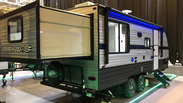2019-Cherokee-Grey-Wolf-19SM-Travel-Trailer-with-Two-Queen-Beds-N5792-39758.jpg