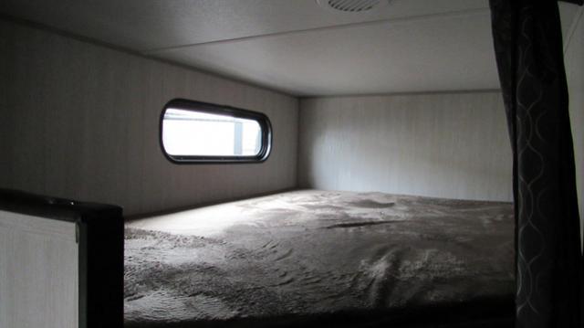 2019-Cherokee-Grey-Wolf-22MKSE-Travel-Trailer-with-Bunk-Beds-N5800-39778.jpg