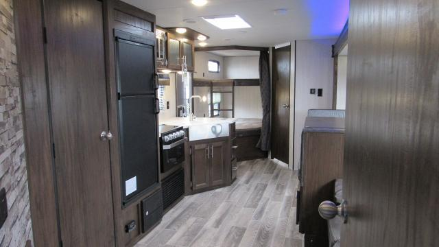 2019-Cherokee-Grey-Wolf-27DBH-Travel-Trailer-with-Double-Bunk-Beds-N5659-39007.jpg