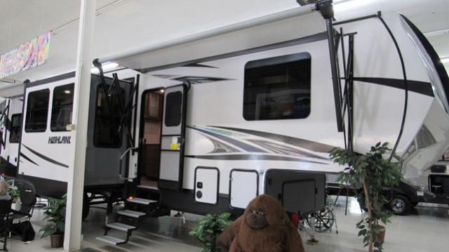 2019 Open Range Rv Highlander Hf350h Toy Hauler W Rear Patio Fifth Wheel