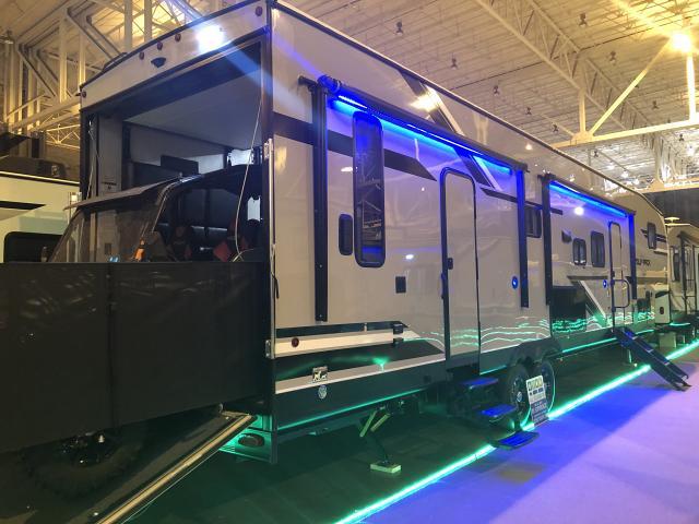 2019-WolfPack-365PACK16-5th-Wheel-Toy-Hauler-by-2019-Cherokee-Wolf-Pack-365PACK16-5th-Wheel-Toy-Hauler-by-Cherokee-ORD365Pack-38680.jpg