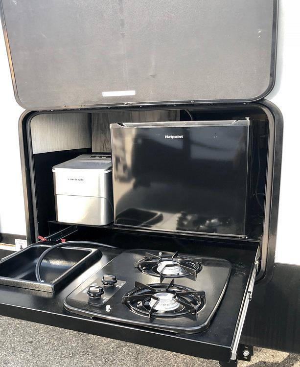 2020 Cherokee Alpha Wolf 22SW-L with Outdoor Kitchen