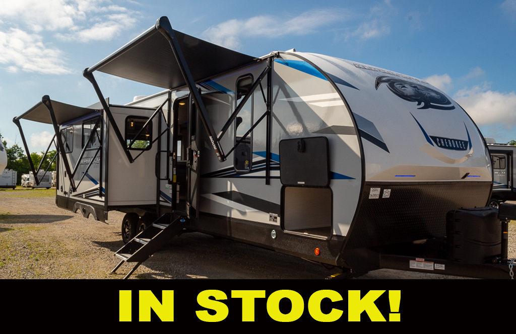 2021 Cherokee Alpha Wolf 26RL-L Travel Trailer with Rear Living and Island Kitchen
