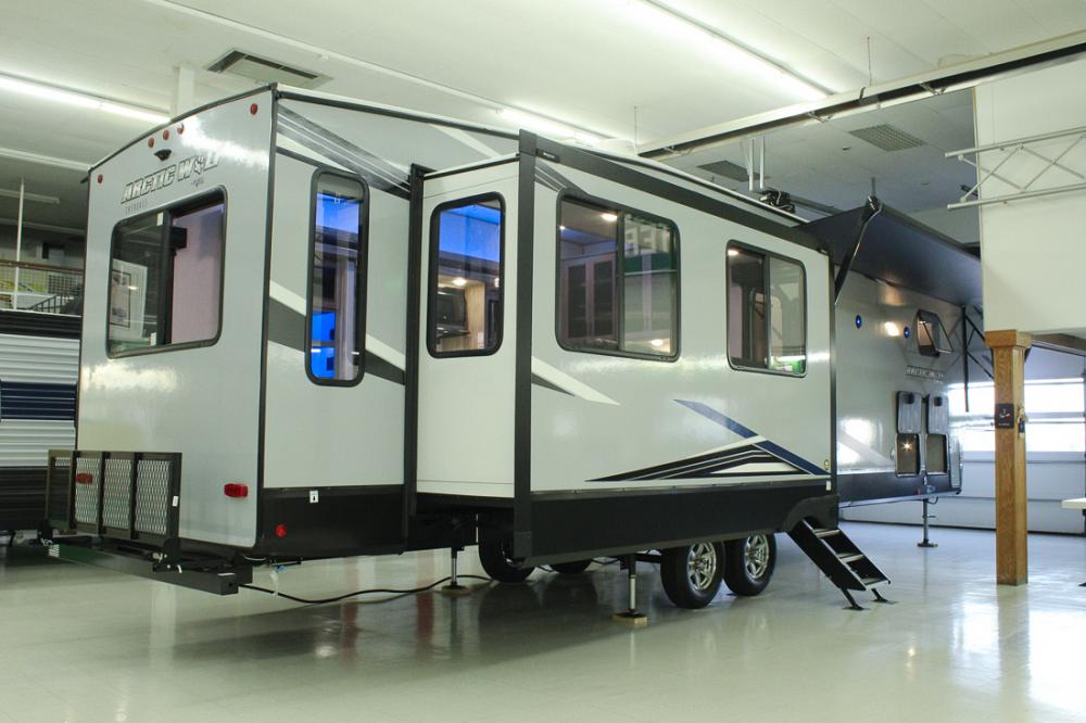 Forest River Cherokee Arctic Wolf 3880SUITE 5th Wheel