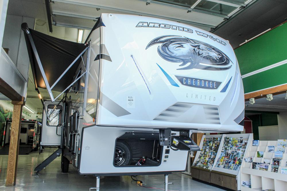 2022 Cherokee Arctic Wolf 3880SUITE 5th Wheel with 2 Bedrooms