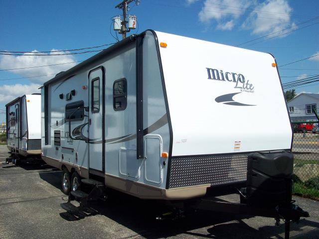 Flagstaff Micro Lite 25bhs Rear Bunkhouse With Murphy Bed