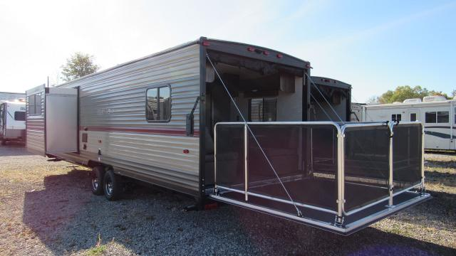 New 2019 cherokee grey wolf 27rr toy hauler with separate for Separate garage