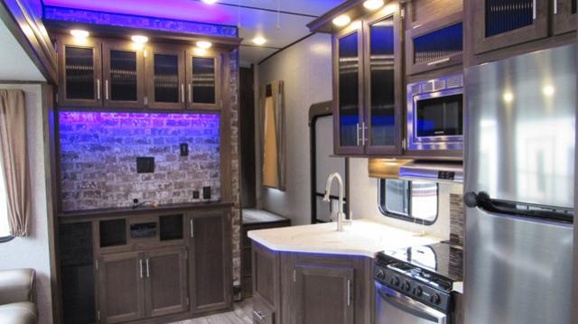 Used 2018 Cherokee Arctic Wolf 315TBH8 5th Wheel with Bunks, 1.5 ...